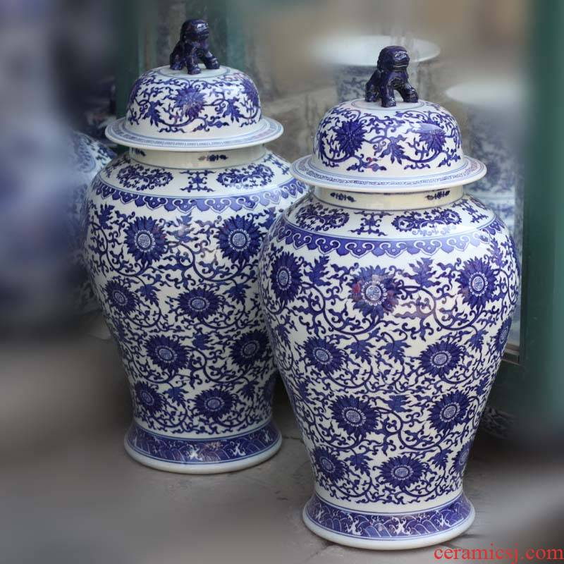 Jingdezhen porcelain put lotus flower, the general life of a word can lion body like blue and white general tank lid shape