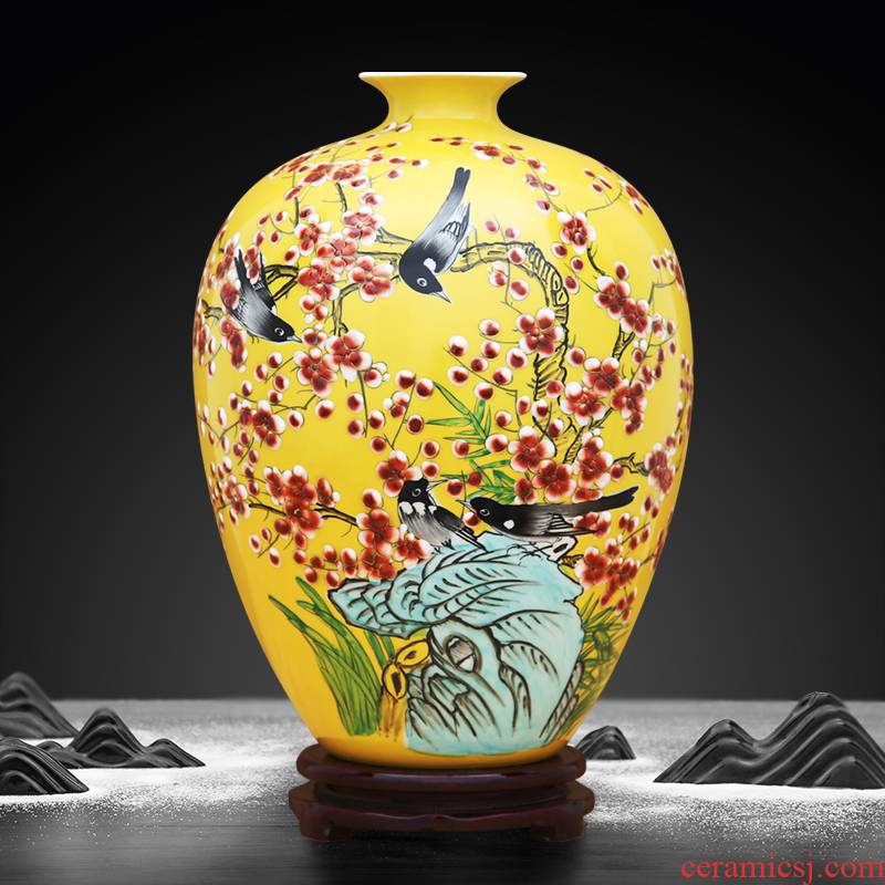 Beaming vase hand - made to the industry