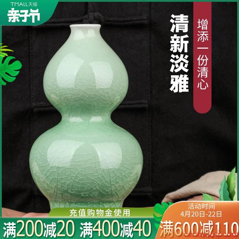 Jingdezhen ceramics shadow blue crackle mini floret bottle of Chinese ancient frame wine TV ark is placed trumpets