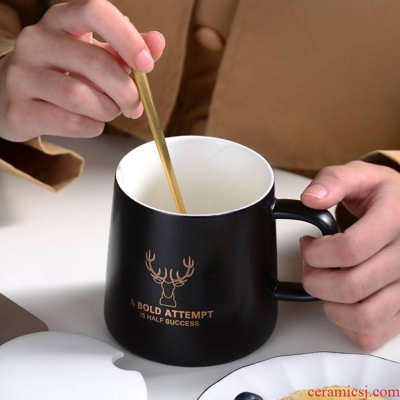 The Nordic individuality creative contracted marble ceramic coffee milk couples mark water glass ins with a spoon