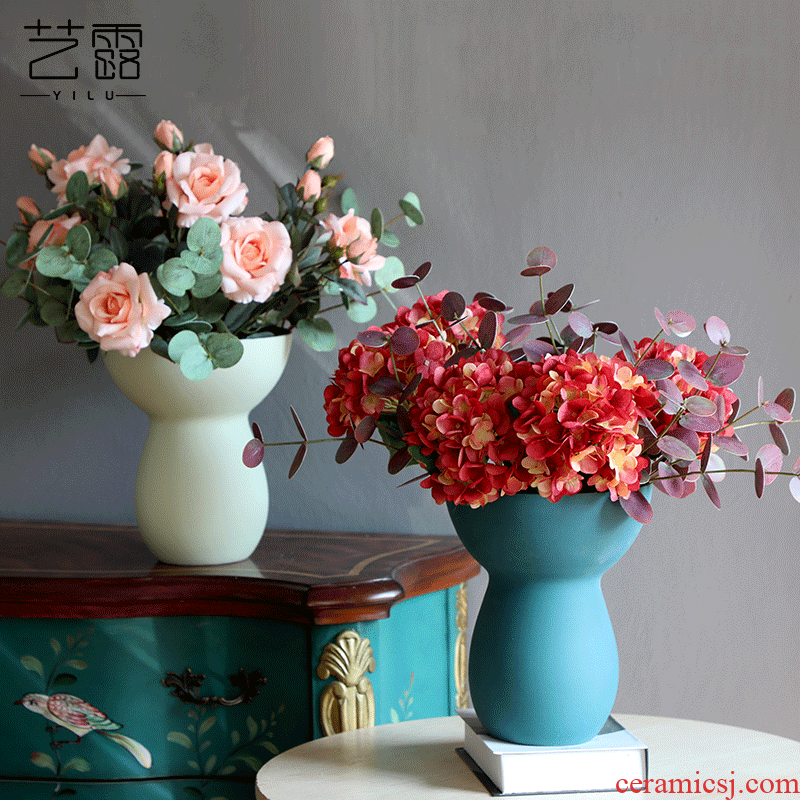 I and contracted the scrub ceramic vase is placed between example creative ins wind table sitting room adornment flowers, flower art