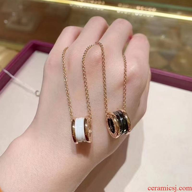 Necklace ins 2021 black and white ceramic spring Necklace rose gold pendant chain of clavicle female niche empresa design feeling