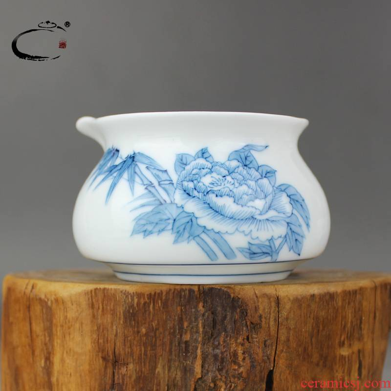 Fair and auspicious jingdezhen hand - made thickening heat - resistant cup kung fu tea sets and tea cup in hand ceramic points tea sea