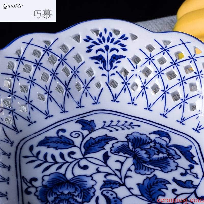 Qiao mu fruit bowl Chinese blue - and - white ceramics tribute compote domestic large sitting room tea table high hollow out fruit snacks
