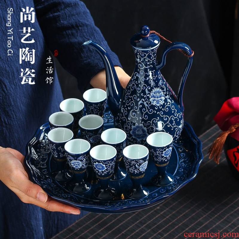 Ceramic wine suits for hip flask Chinese spirits of blue and white porcelain cup. A small handleless wine cup goblet wine cups of black wine home