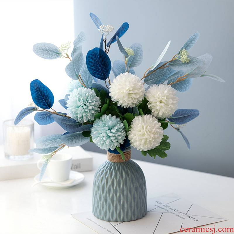 Mediterranean Jane simulation flower art beauty of Japanese blue and white porcelain vase eucalyptus eucalyptus leaves silk suit furnishing articles