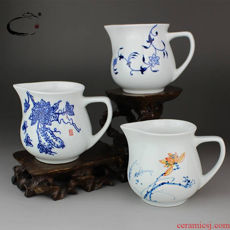 Jingdezhen and cheung kung fu tea tea accessories blue - and - white hand - made ceramic fair keller and a cup of tea is tea sea