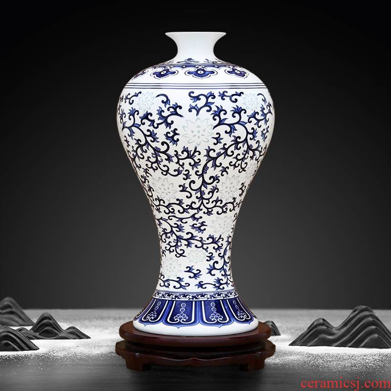 To industry large blue and white lotus flower and exquisite mei bottle