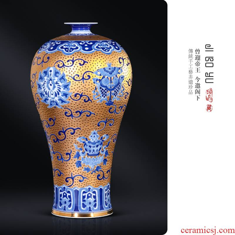 Jingdezhen ceramic antique hand - made gold sweet name plum bottle of TV ark, antique Chinese style living room porch decoration and furnishing articles