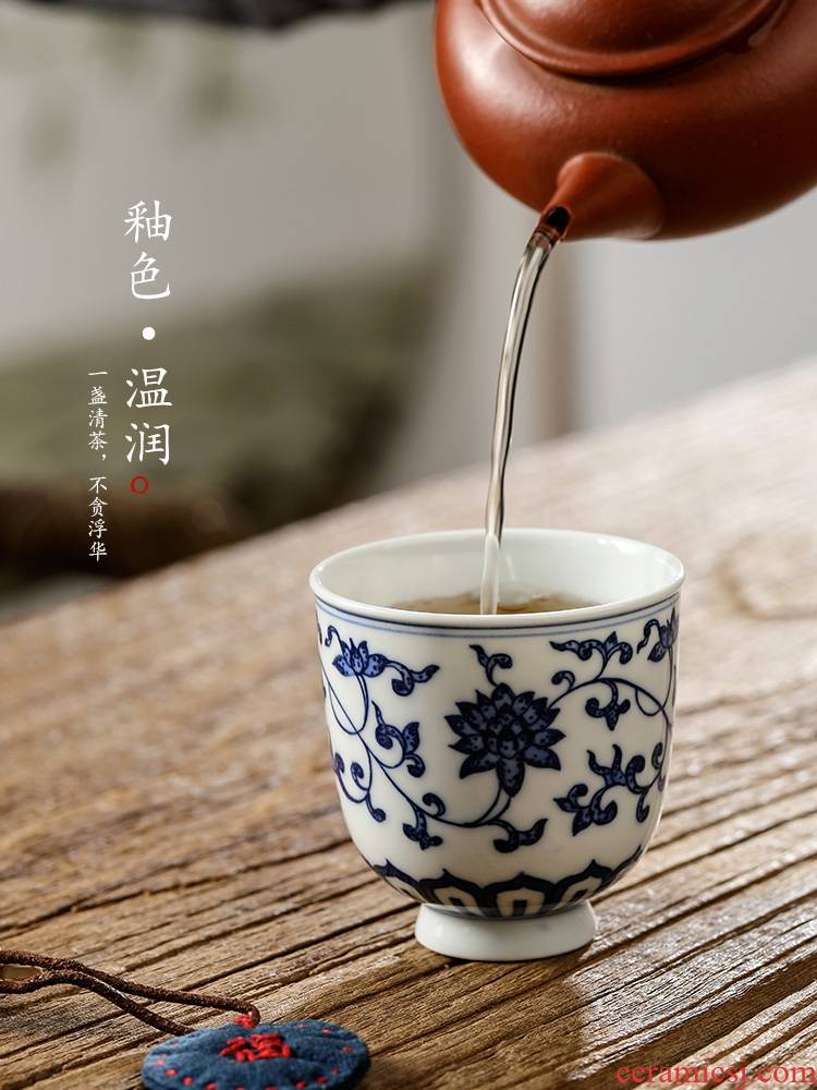 Blue and white tie up branch lotus hand - made master cup single cup men 's jingdezhen pure manual white porcelain cup sample tea cup kung fu tea set