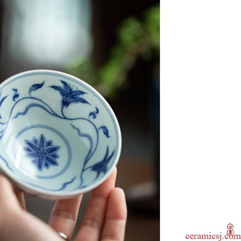 Qin Qiuyan blue - and - white hand - made day lilies grain single CPU jingdezhen manual CPU master cup and cup ceramic sample tea cup