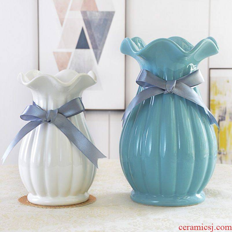 The Small white is pure and fresh and dry ceramic vases, table decoration flower pot furnishing articles, the sitting room is transparent glass flower, flower decoration